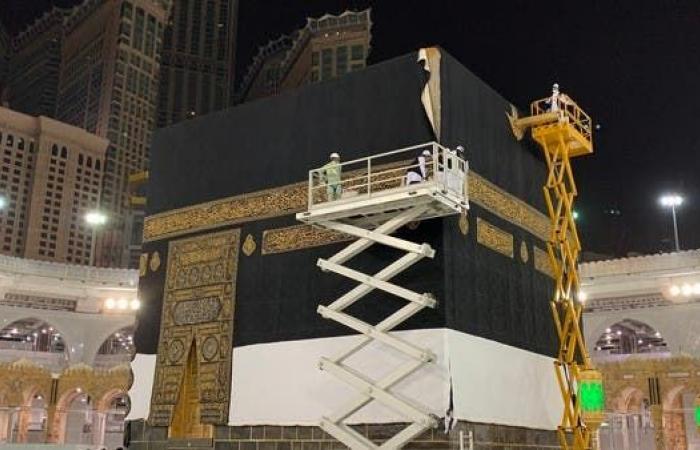 السعودية   بالصور..استبدال كسوةالكعبة