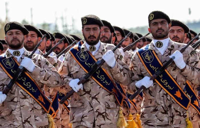 """إيران تعاني… و""""الحرس"""" يصب الأموال في جيب """"الحزب"""""""