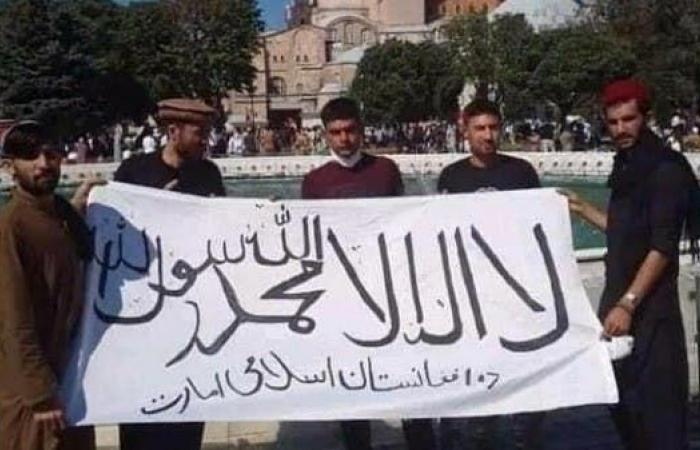 إيران   بعد رفعه بطهران.. أنصار طالبان يرفعون علم الحركة بإسطنبول
