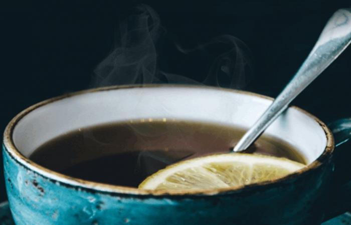 هذا ما يفعله الشاي الساخن بجسمك خلال الصيف!