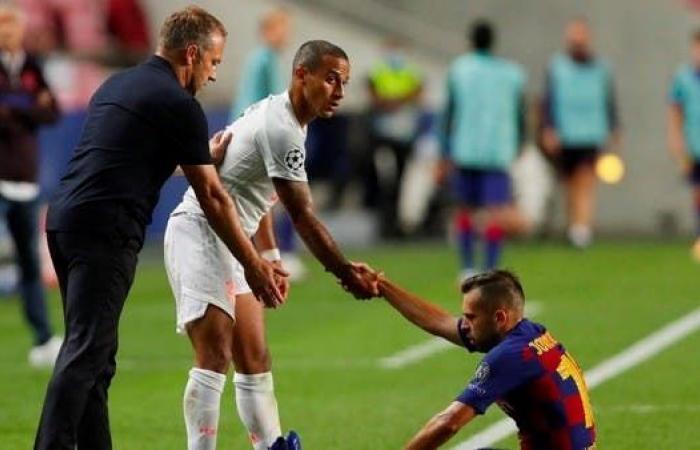 """فليك يطلب من لاعبي بايرن """"التواضع"""" بعد اكتساح برشلونة"""