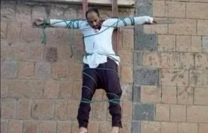 اليمن | الإرياني: صلب القاعدة لطبيب في البيضاء يأتي في توقيت مشبوه