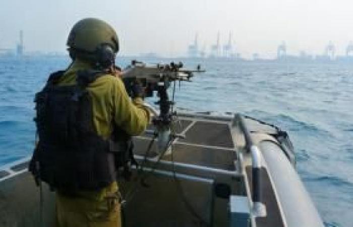 فلسطين | بحرية الاحتلال تهاجم مراكب صيادين بغزة