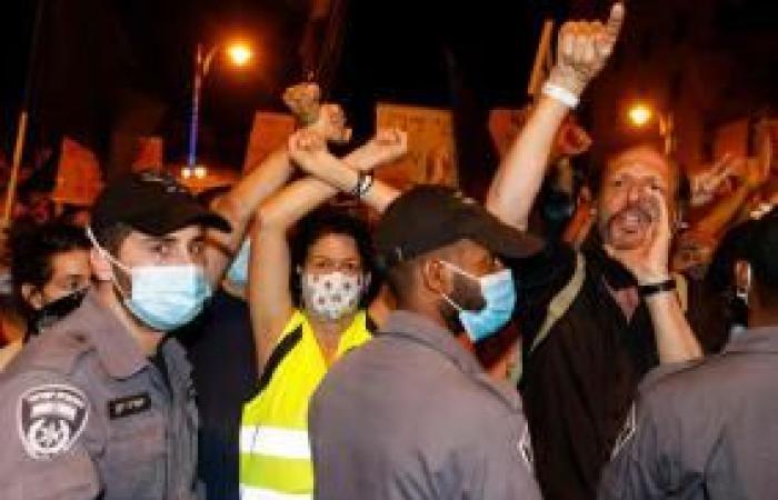 فلسطين   الشرطة الإسرائيلية تعتقل 30 متظاهرًا ضد نتنياهو