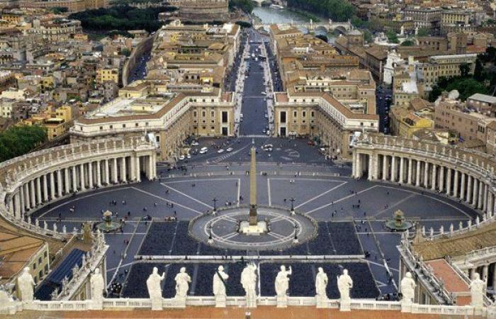 الموفد الفاتيكاني.. تعزية وصلاة ودعم لوطن الرسالة