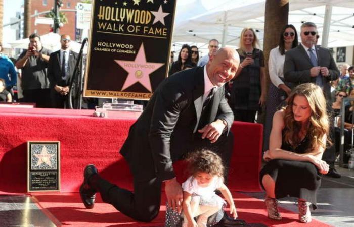 """النجم العالمي """"ذا روك"""" يعلن إصابته وعائلته بفيروس كورونا ويوجه رسالة خاصة إلى جمهوره (فيديو)"""
