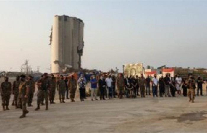 أجراس وآذان وتحية من الجيش مع مرور شهر على الانفجار (فيديو)