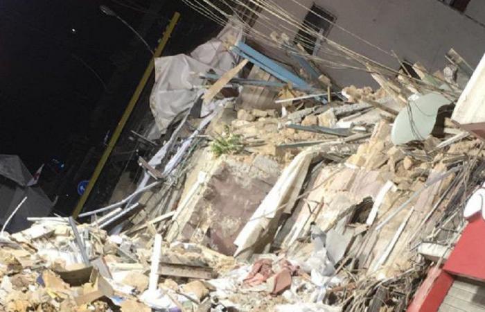 سنتيمترات قليلة بين عمال الانقاذ والناجين المفترضين في مار مخايل