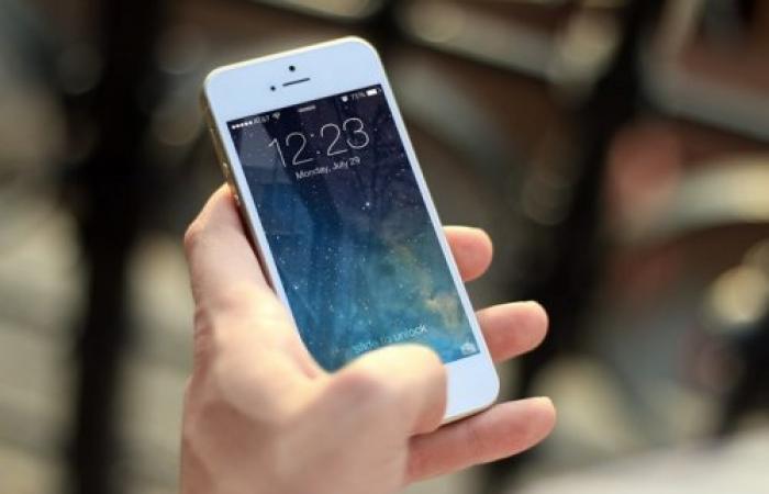 استخدام الهاتف ليلا يؤثر على قدرة الرجل على الإنجاب