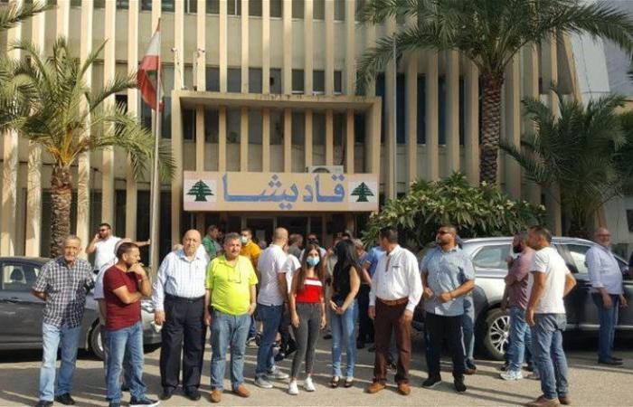 """اعتصام أمام """"كهرباء قاديشا"""" في البحصاص احتجاجًا على التقنين"""
