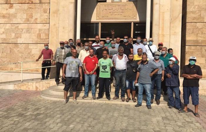 عمال بلدية الميناء اعتصموا لعدم قبض رواتبهم