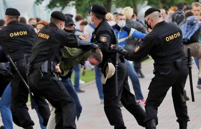 تسريب تفاصيل ضباط الشرطة في بيلاروسيا