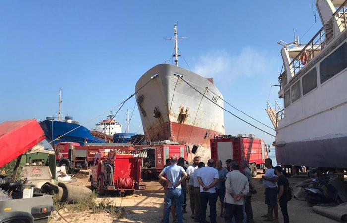 حريق خارج حرم مرفأ طرابلس (فيديو وصوَر)