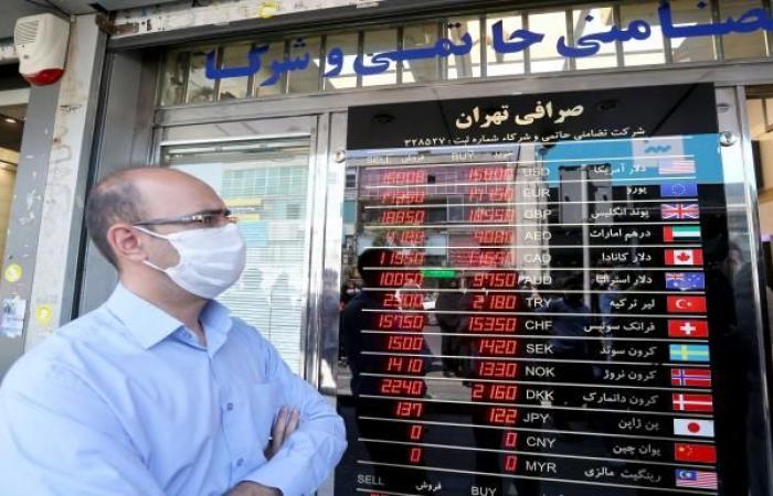 الريال الإيراني يهوي إلى قاع جديد مقابل الدولار