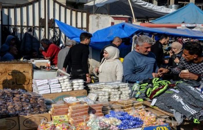 العراقيون بلا رواتب منذ 48 يوماً