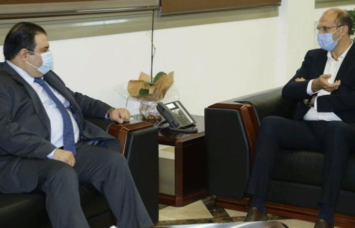 حسن تبلّغ قرار العراق إعادة افتتاح الملحقية الصحية في السفارة
