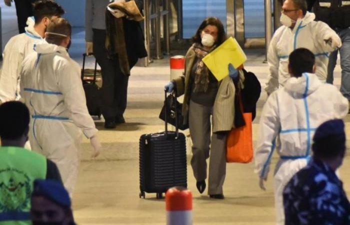 حظر غير معلن على سفر اللبنانيين بعد ارتفاع إصابات كورونا!