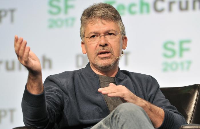 """أنباء عن تطوير """"آبل"""" لمحرك بحث ينافس """"غوغل"""""""