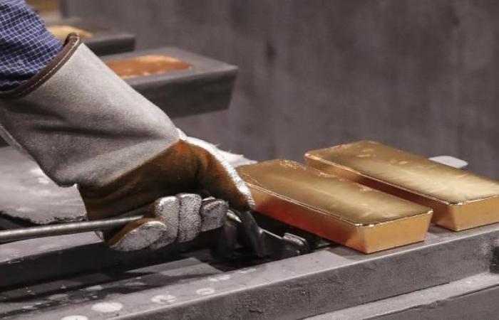 كورونا يجبر البنوك المركزية على بيع الذهب لأول مرة منذ عقد