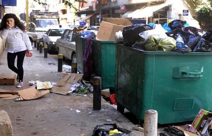 إضراب لعمال معمل فرز النفايات في صيدا للمطالبة بتحسين رواتبهم