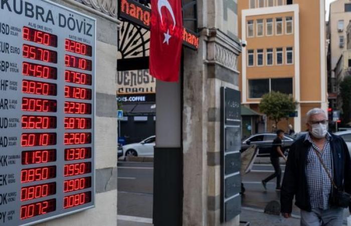 الليرة التركية تواصل هبوطها متجاهلة أحدث تدابير البنك المركزي