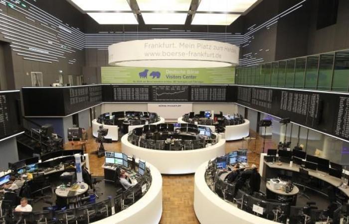 """خسائر أسبوعية كبيرة لأسهم أوروبا مع انكماش اقتصاد """"اليورو"""""""