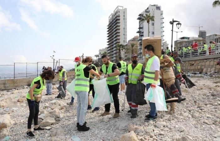 """بمبادرة من حملة """"دفى""""..تنظيف واجهة بيروت البحرية"""