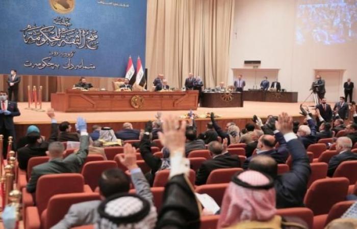 أزمة الرواتب في العراق تُشعل خلافاً بين الحكومة والبرلمان