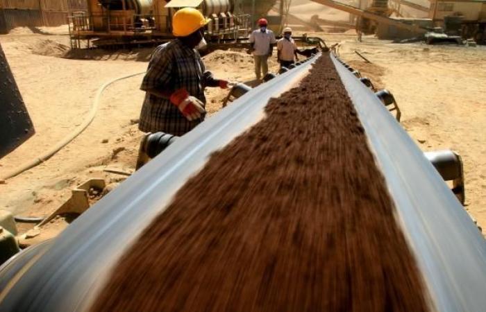 القطاع غير المنظم في التنقيب يخطف بريق الذهب في السودان