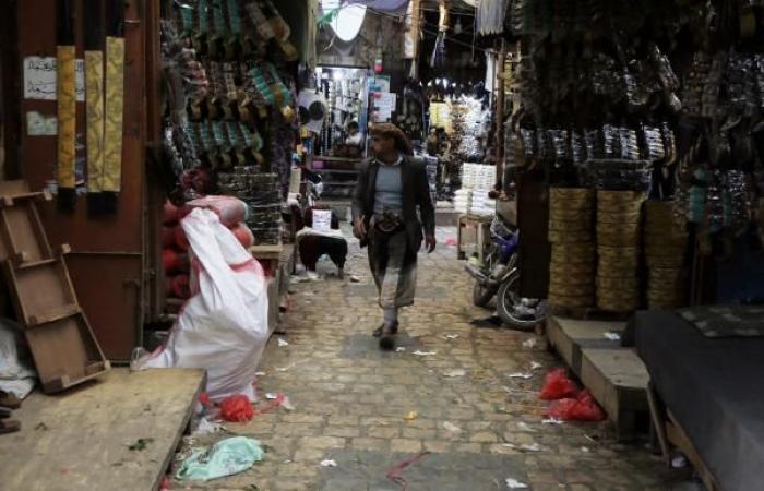 انفلات الأسواق اليمنية... أطراف الصراع تبتز القطاع التجاري