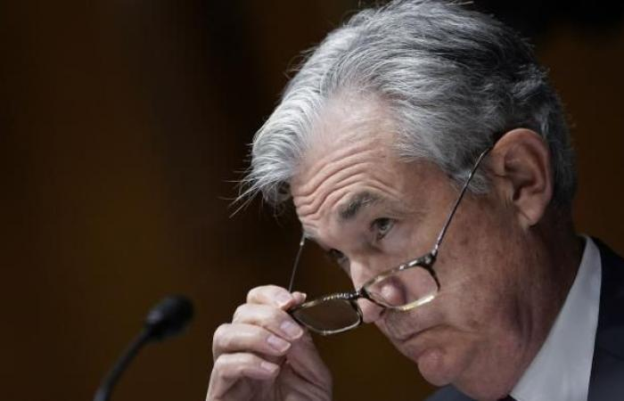 """""""المركزي"""" الأميركي يُبقي الفائدة قرب الصفر ويحذر من مخاطر كورونا"""