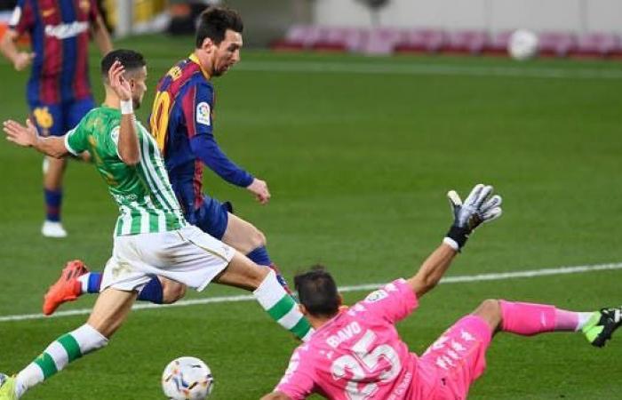 ميسي يقود برشلونة إلى اكتساح ريال بيتيس