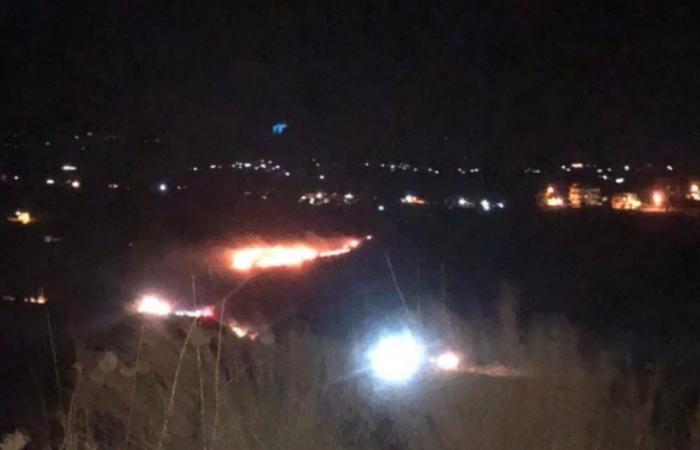 شهب ناري سقط في عكار وأشعل النيران في النباتات (صور)