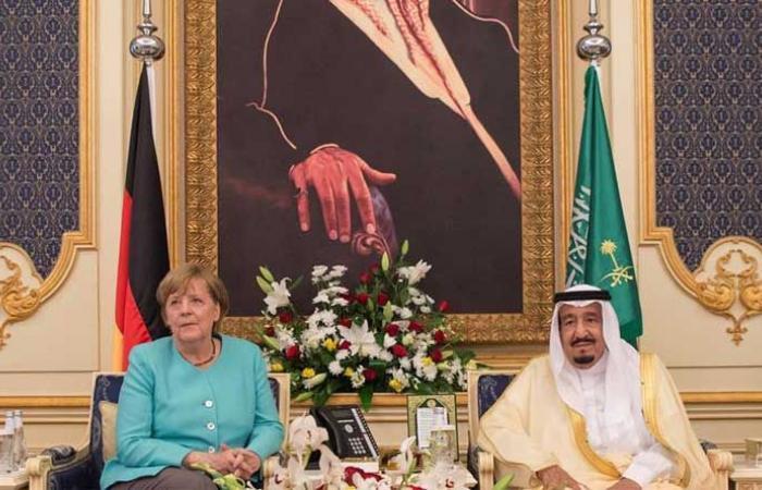 """إنجاح """"قمة العشرين"""" بين الملك سلمان وميركل"""