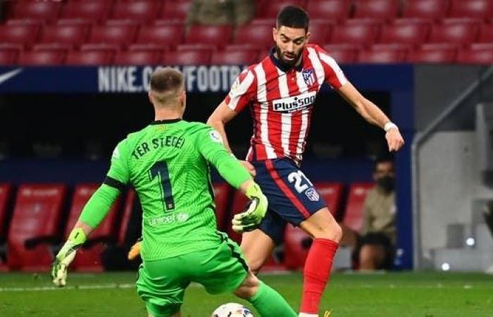 كومان ينتقد دفاع برشلونة بعد خسارة أتلتيكو