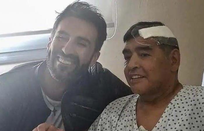 """طبيب مارادونا يدافع عن نفسه: تعاملت مع دييغو كـ""""والد"""""""