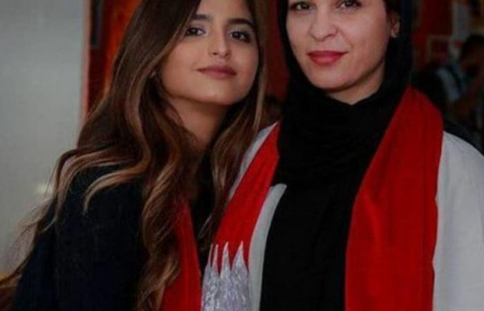 حلا الترك تواجه والدتها في المحكمة والأخيرة تنهار بالبكاء وتوجه رسالة مؤثرة لابنتها (فيديو)