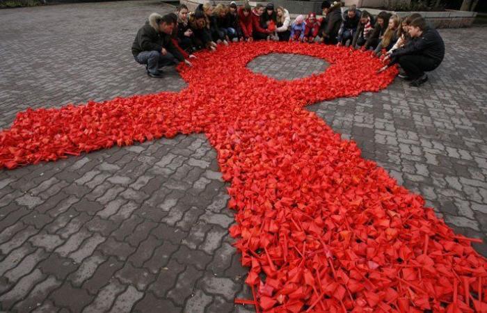 """""""الصحة العالمية"""" والأمم المتحدة: لا تنسوا مكافحة """"الآيدز"""""""