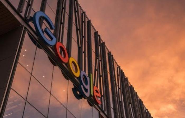هل تحظر غوغل مواقع على أجهزة مستخدميها؟