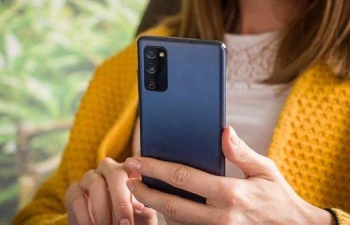 لماذا شهد 2020 ظهور الكثير من الهواتف بأسعار منخفضة؟