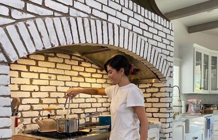اقتنته مقابل 5 ملايين دولار.. سيلينا غوميز تستعرض منزلها الفاخر، وحمام السباحة يثير الإعجاب (صور)