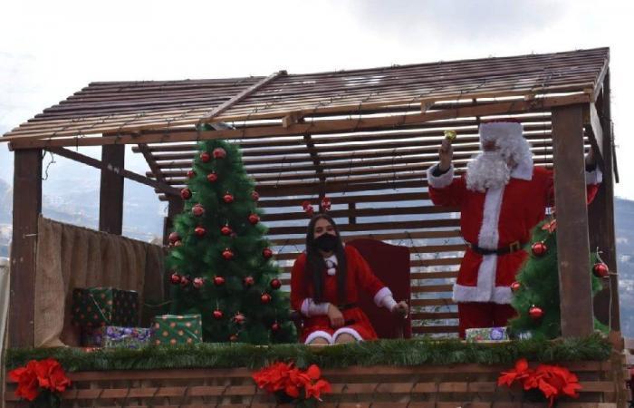 توزيع هدايا في بشري بمناسبة عيد الميلاد