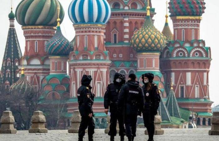 روسيا تمدد تعليق حركة الطيران مع بريطانيا