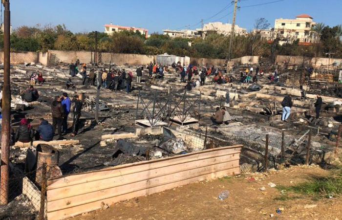 مخيم السوريين في المنية أصبح رمادًا… حادث فردي يشرّد 90 عائلة نازحة