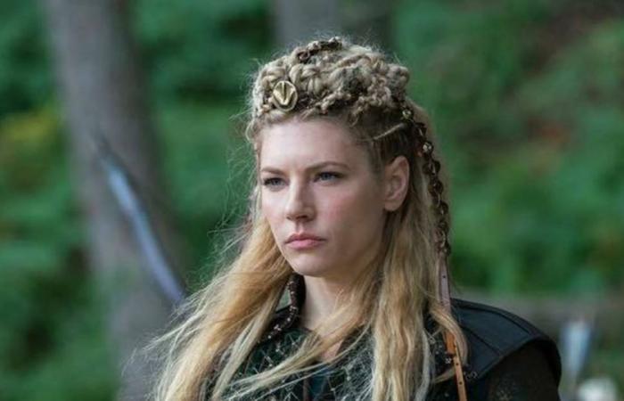 """جعلت دُبّها وكلبها يهاجمان راغنار وعندما قتلهما فاز بها! قصة لاغرثا """"الحقيقية"""" من مسلسل Vikings"""