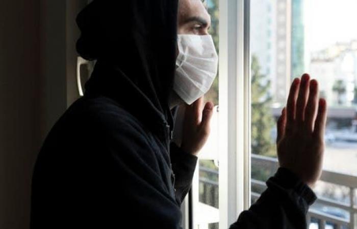 """""""لسان كوفيد"""".. آخر إبداعات الفيروس وأغرب أعراضه"""