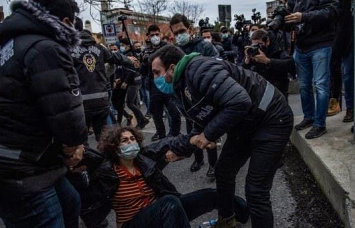 تركيا.. اعتقال 159 شخصا احتجوا على قرار لأردوغان