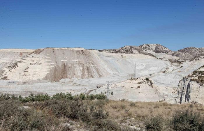 لجنة كفرحزير البيئية: الاسمنت المستورد يوفر علينا تدمير بيئتنا