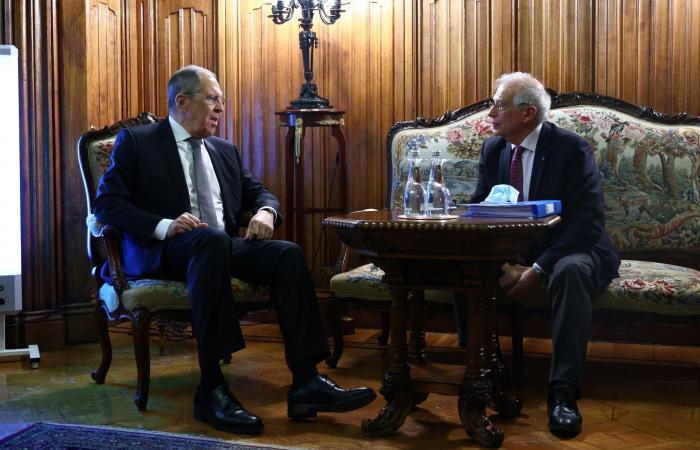 """بوريل يلوّح بالعقوبات.. """"موسكو ترفض الحوار"""" مع الأوروبيين"""