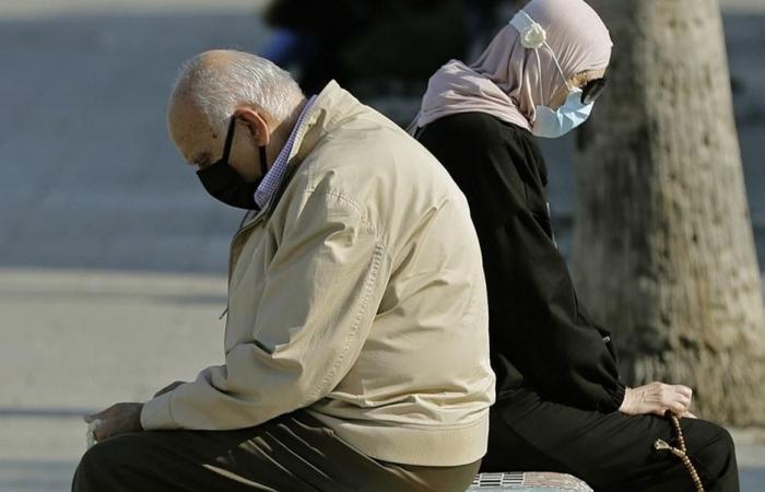 """كبار السن في """"الحبس المنزلي"""": تضاعف الاكتئاب والقلق"""